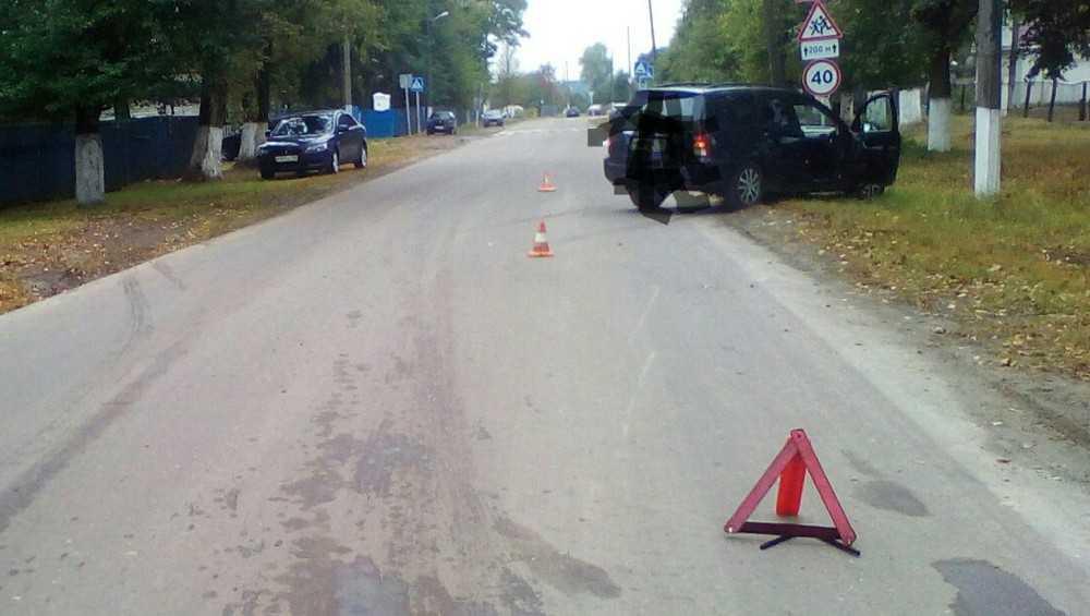 В брянском посёлке Локоть «Форд» насмерть сбил велосипедистку