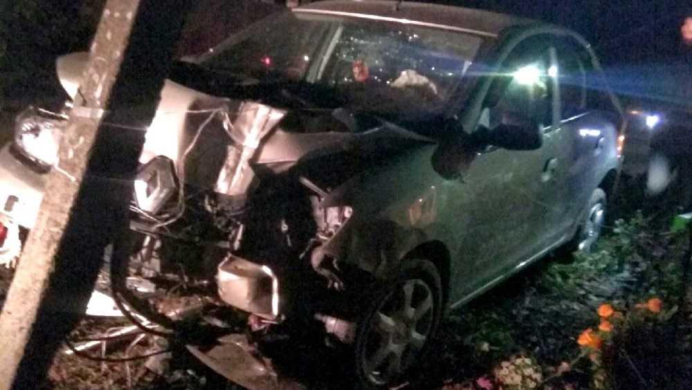 В Супоневе женщина на Renault протаранила столб и Nissan