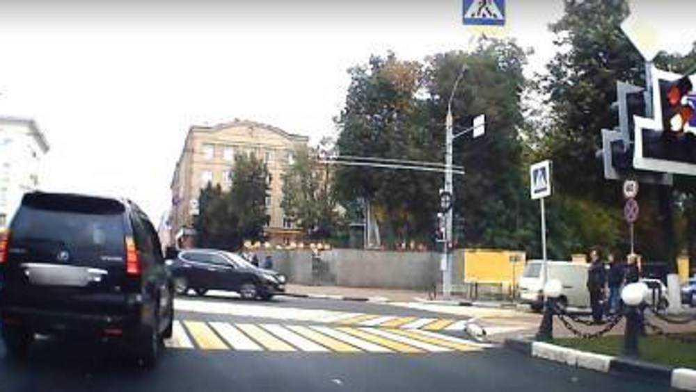 В Брянске водителя «Лексуса» оштрафовали за проезд на красный сигнал
