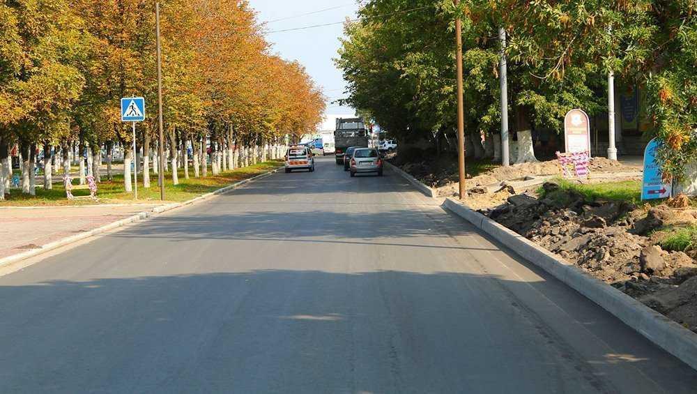 В Брянске за 46 млн рублей отремонтируют дорогу на улице Дзержинского