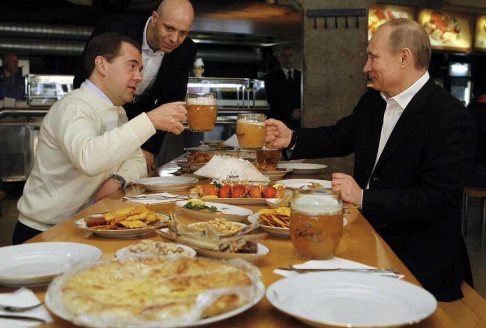 Дмитрию Медведеву вручили черную метку