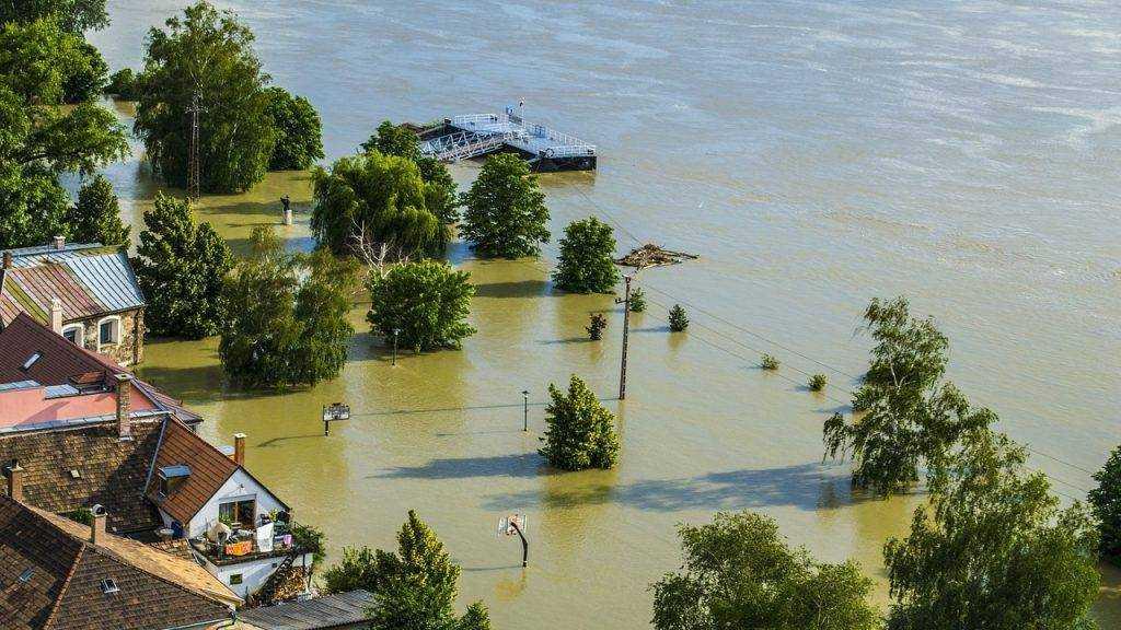 Россиянам приготовили новый налог — деньги будут брать на наводнения и пожары