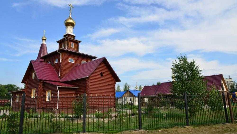 В Брянск доставили мощи Луки Крымского и Матроны Московской