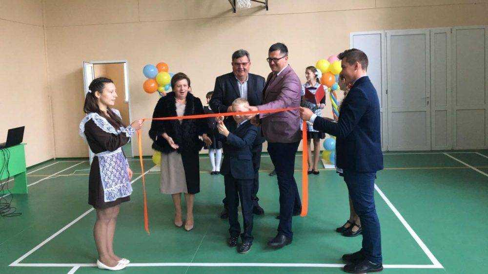 В школе поселка Рассуха открылся отремонтированный спортзал