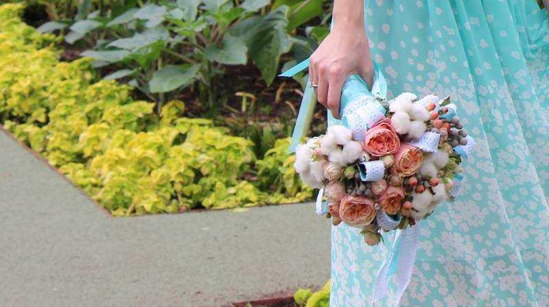 В Брянске на свадьбе у невесты в кафе украли цветы