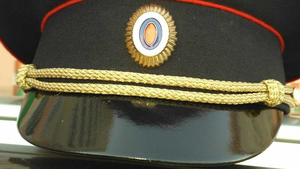 В Брянске два кадета потеряли на улице свои фуражки