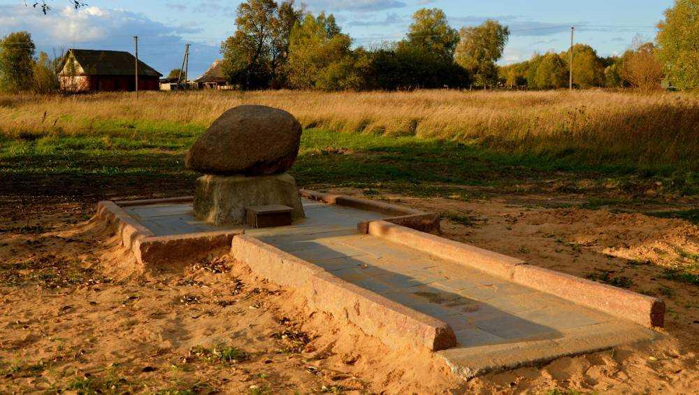 В дятьковском селе установили памятный камень