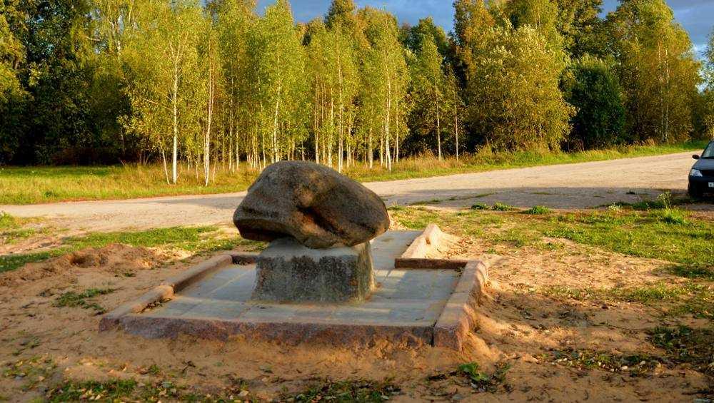 В брянском селе установили камень в честь казаков