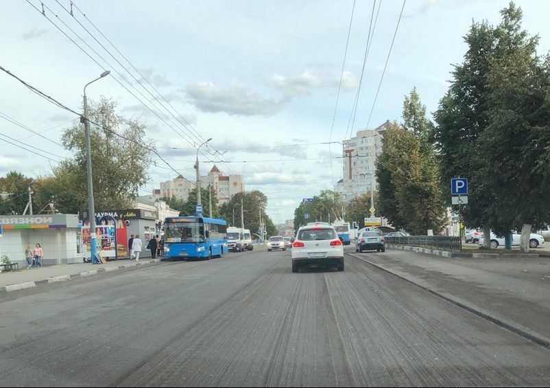 В Брянске на Красноармейской улице дорожники срезали старый асфальт
