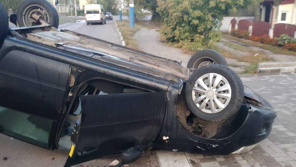 В Бежицком районе Брянска перевернулся автомобиль
