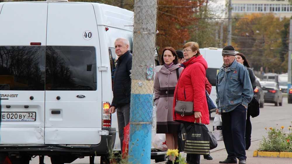 В Брянске мощная пенсионерка устроила дуэль с водителем маршрутки