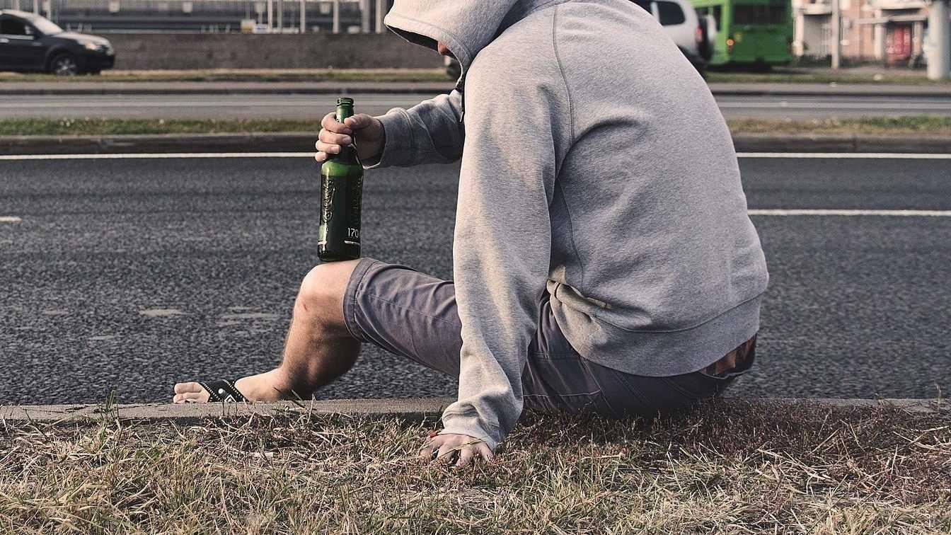 В Брянске сотрудницу магазина обвинили в продаже пива подростку