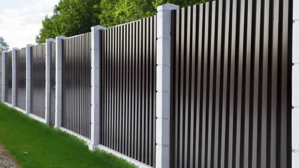 Забор из профнастила: особенности конструкции