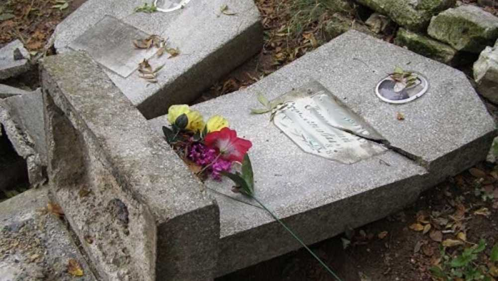 Фотоловушки разоблачили осквернителя могил на севском кладбище
