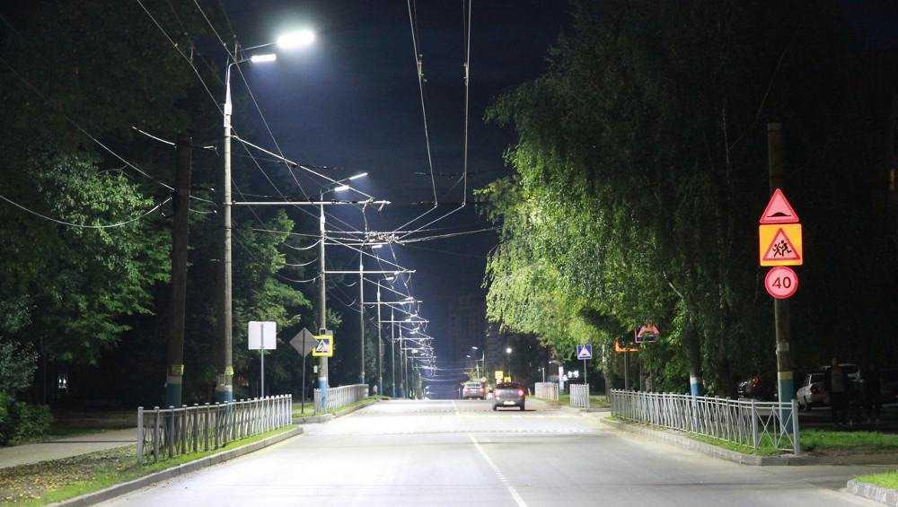 На освещение улиц Брянска в этом году потратят более 100 млн рублей