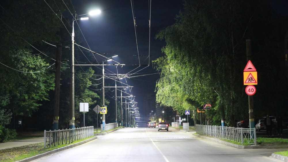 В Брянске более 2 тысяч старых фонарей заменили на светодиодные
