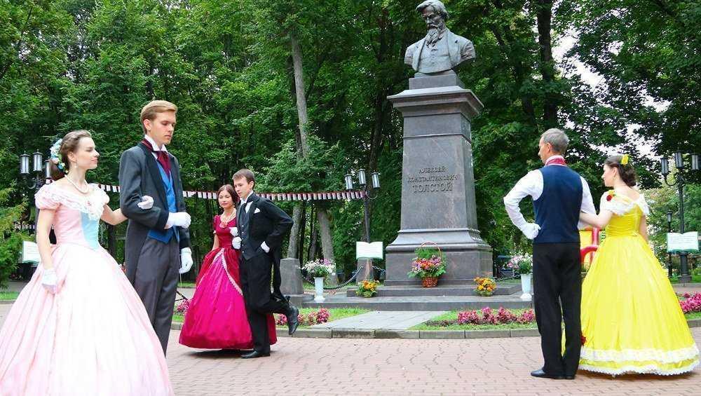 В Брянске отметили день рождения Алексея Толстого