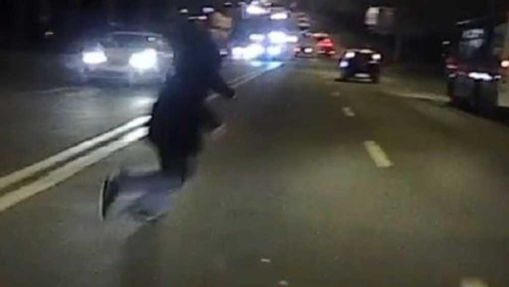 Под Брянском легковушка на трассе сбила мужчину