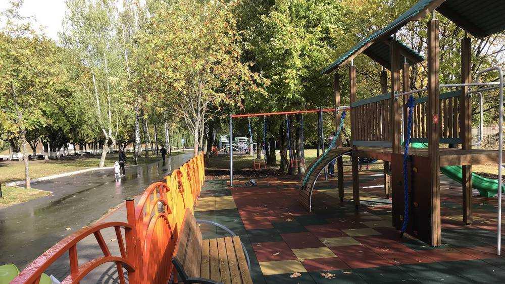 В Брянске на Кургане построили еще одну спортивную площадку