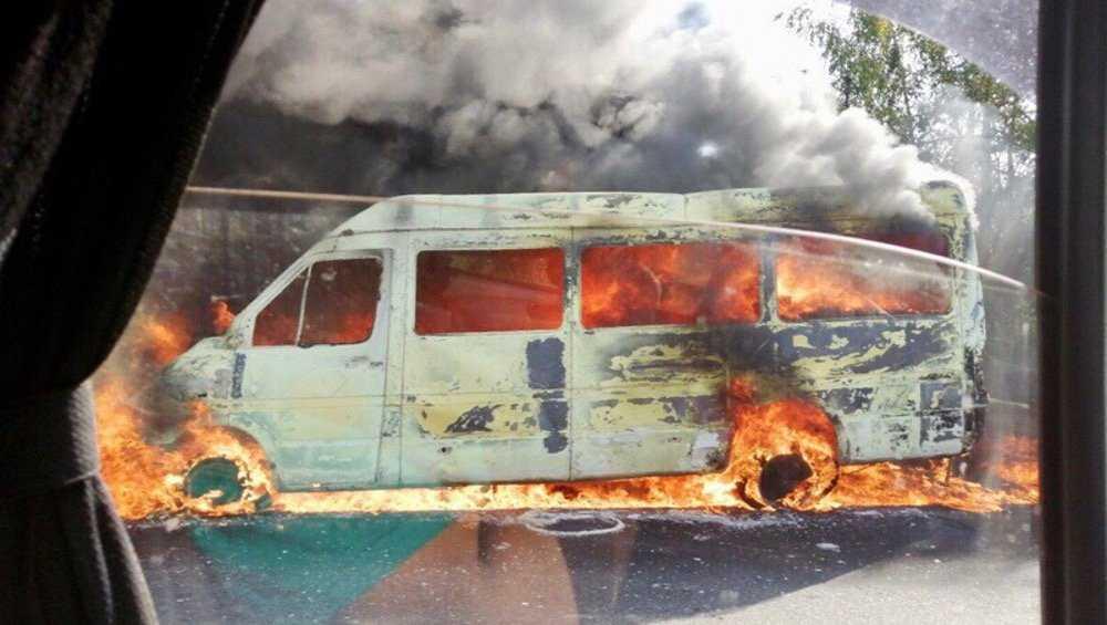 На трассе возле города Фокино сгорела маршрутка