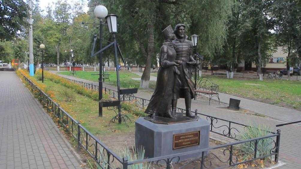 В Сельцо открыли памятник Петру и Февронии Муромским