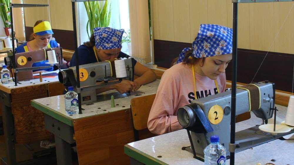 В Брянском техникуме подготовят парикмахеров и специалистов по туризму