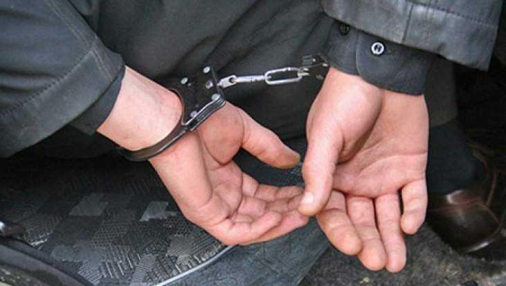 В городе Фокино 20-летний разбойник с монтировкой ограбил магазин