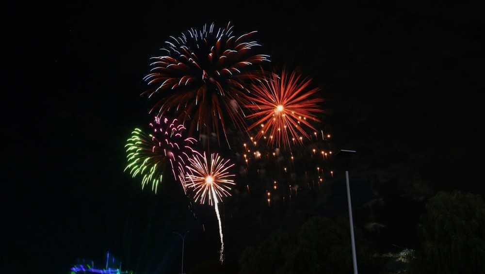 В Брянске прогремел праздничный салют в честь Дня космонавтики