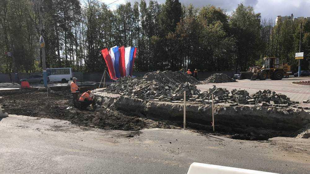В Брянске обгрызли площадь перед памятником Летчикам