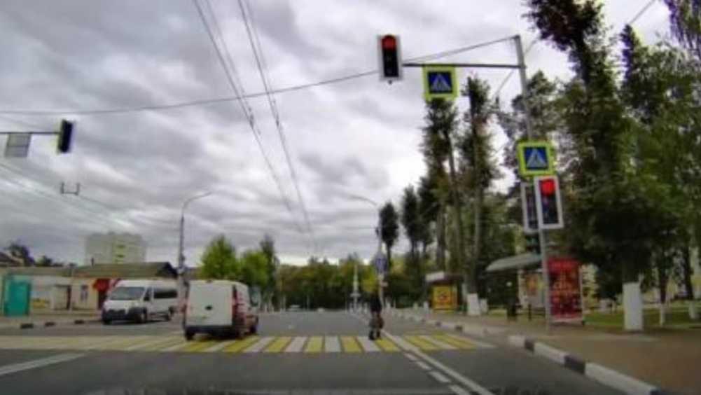 В Брянске водителя Fiat наказали по видео за проезд на «красный»