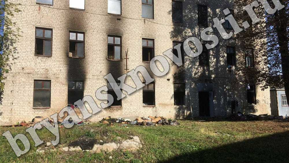 В пожаре на складе новозыбковской швейной фабрики сгорела вся продукция