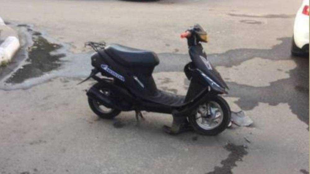 В Брянске 15-летний подросток на скутере врезался в Audi
