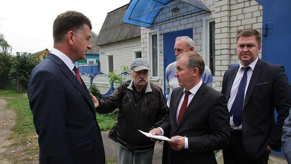 Жители Брянска отбились от парковки возле сквера Волкова