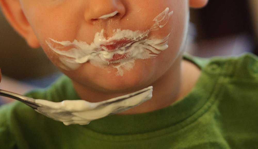 В интернате Унечи детей пытались накормить опасной сметаной