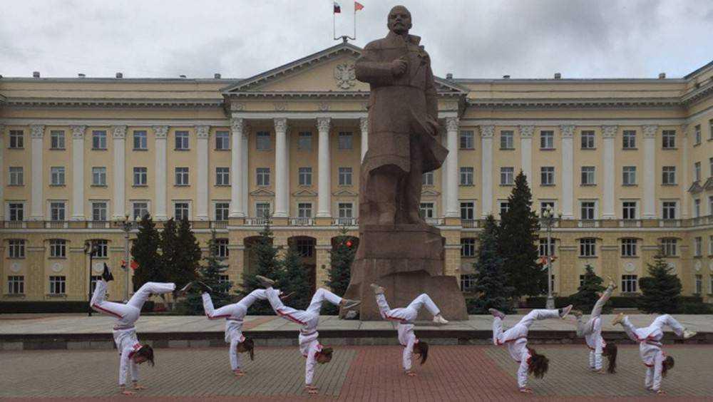 Брянские акробатки в Смоленске потрясли даже Ленина