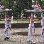 Брянские акробатки выступили на площади Ленина в Смоленске