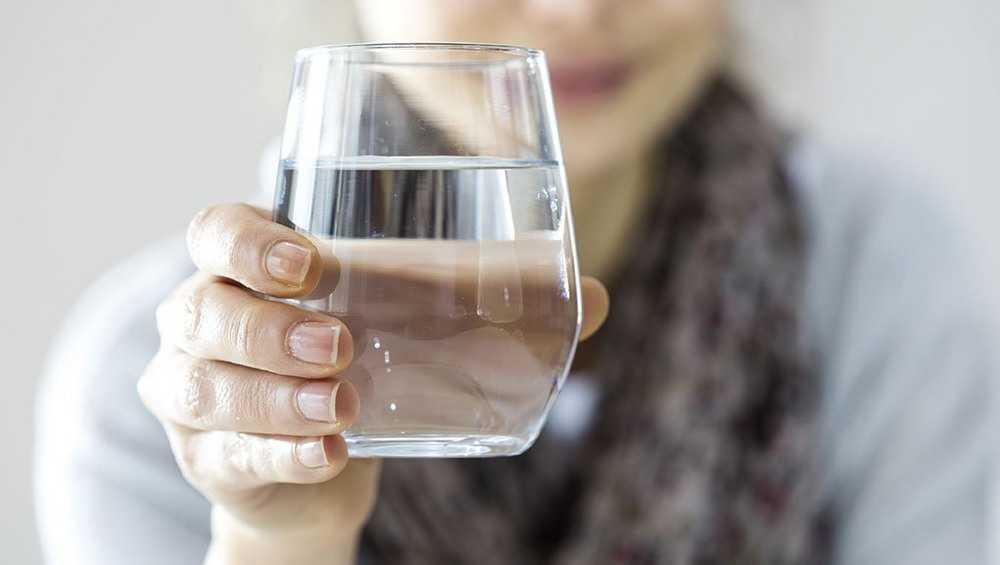 Попросившая попить воды уголовница обокрала брянскую пенсионерку