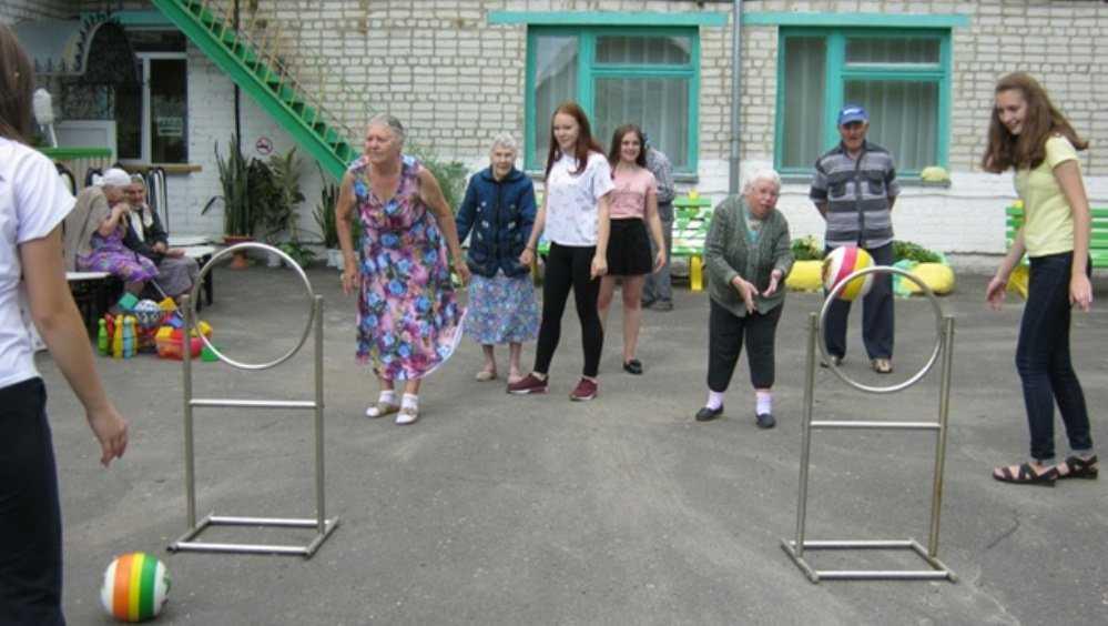 В приюте Новозыбкова старикам продлевают жизнь спортивными играми