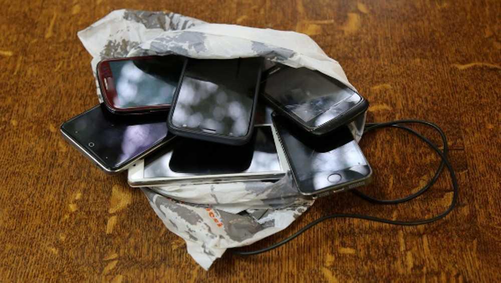 Телефоны не долетели до зэков в брасовской колонии