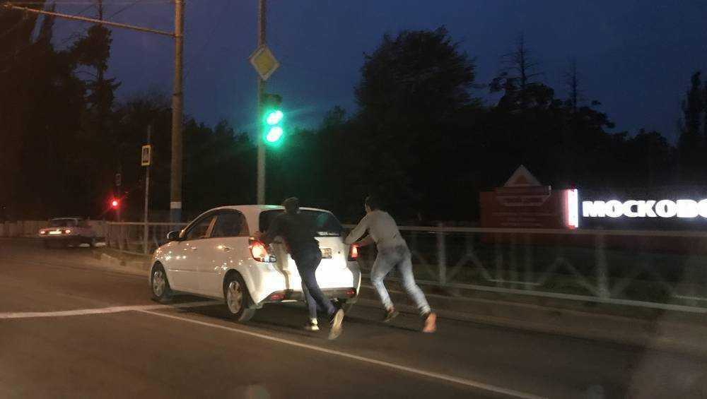 Брянские богатыри с ветерком прокатили машину по Московскому проспекту