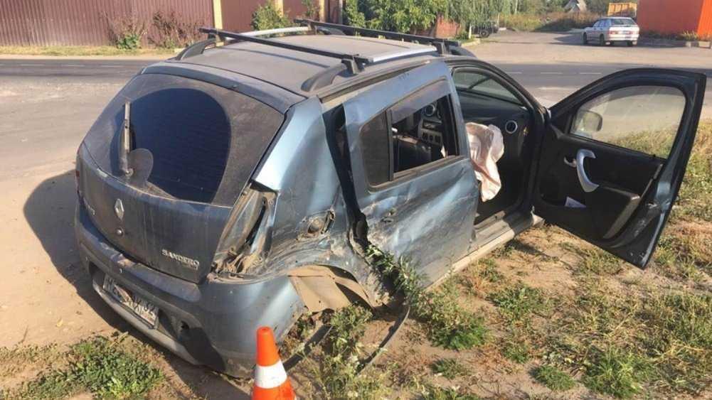 Под Брянском женщина поранила глаз при столкновении двух Renault