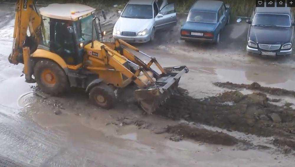 Видео необычного ямочного ремонта поразило брянцев