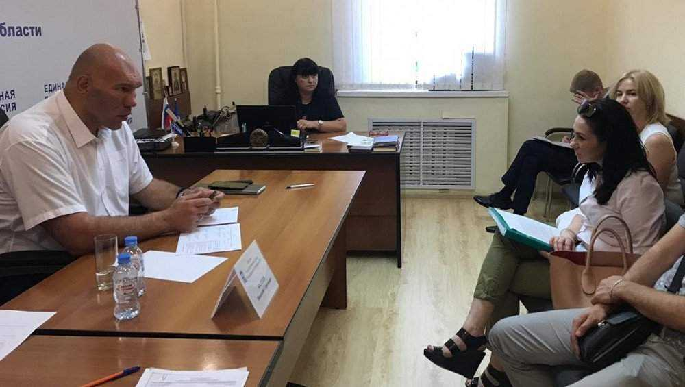 Брянский депутат Николай Валуев пожаловался на нехватку времени