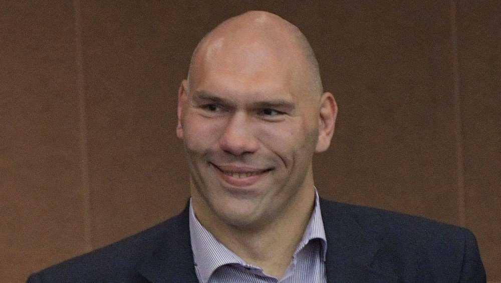 Избирательные участки в Брянске посетил Николай Валуев