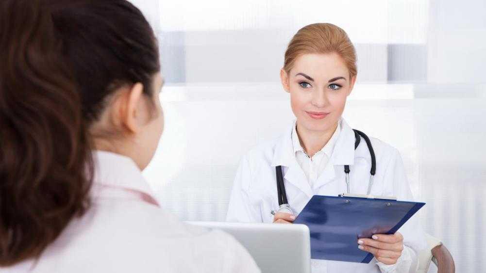 Беременная жительница Брянска пожаловалась на говорливого врача