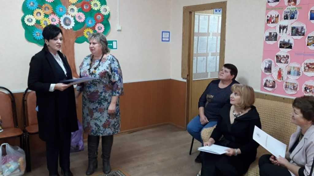 Валентина Миронова навестила детей и подростков социального приюта Карачевского района