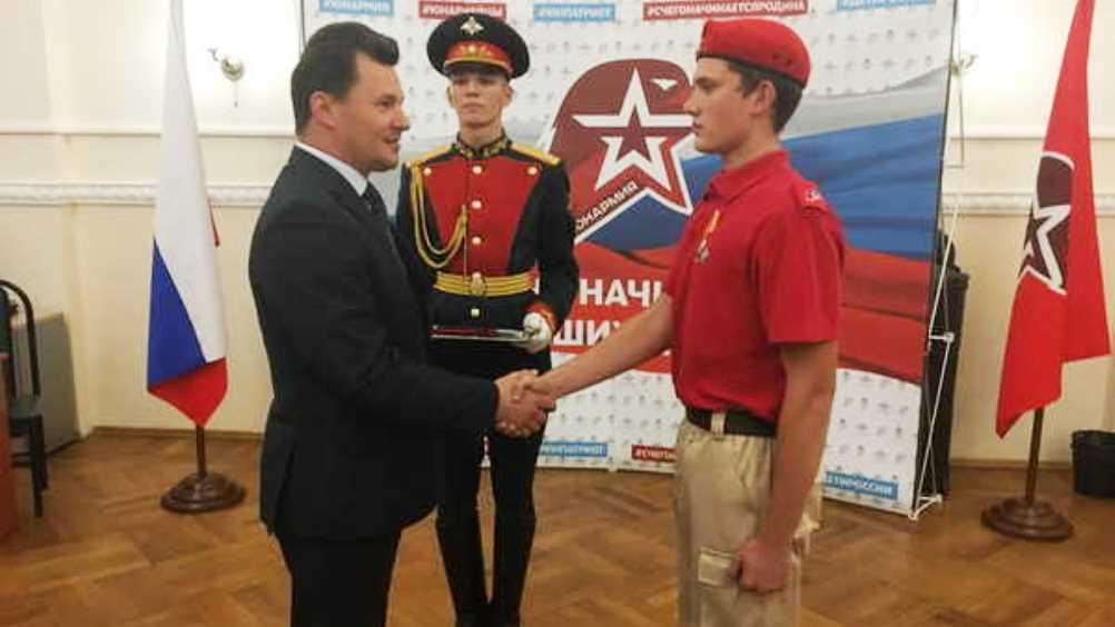 Брянского юнармейца наградили за спасение тонувшего в Крыму