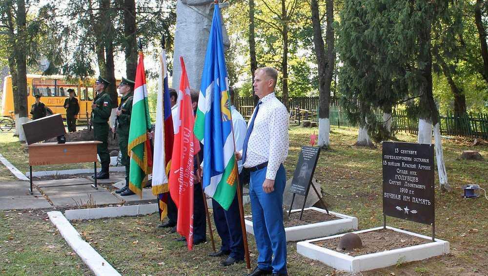 В Жирятинском районе похоронили останки погибшего 77 лет назад летчика