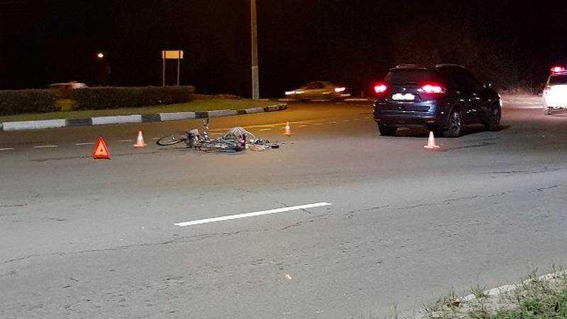 В Брянске на Флотской улице легковушка сбила велосипедиста