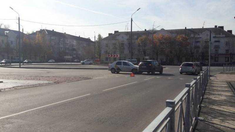 Еще одно ДТП случилось на новом кольце на площади Фокина в Брянске